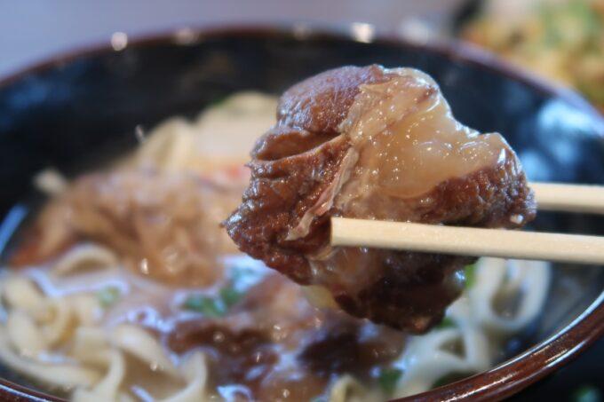 万座毛「琉球料理 松ノ下」とろとろの軟骨ソーキ