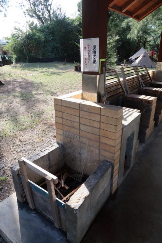 沖縄県金武町「ネイチャーみらい館」のキャンプ場にある炭捨て場