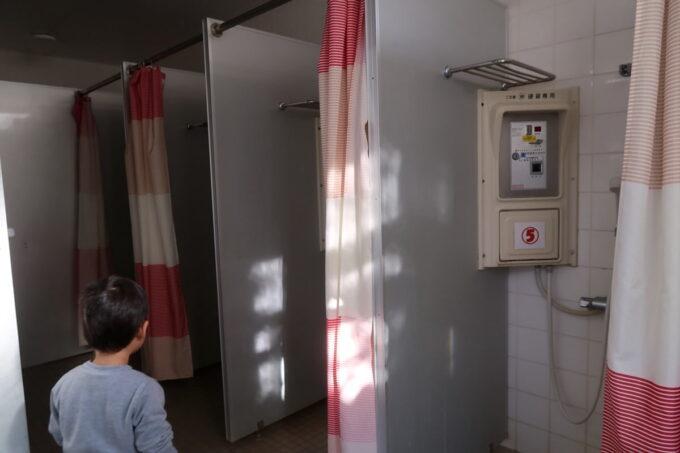 沖縄県金武町「ネイチャーみらい館」のキャンプ場にあるシャワー