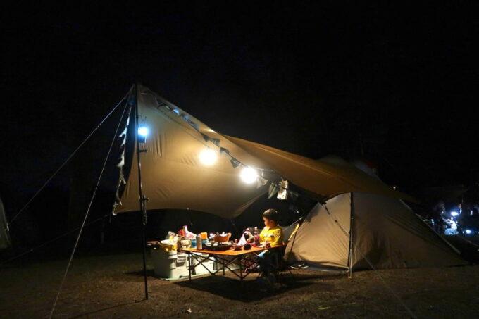 沖縄県金武町「ネイチャーみらい館」夜のキャンプサイト