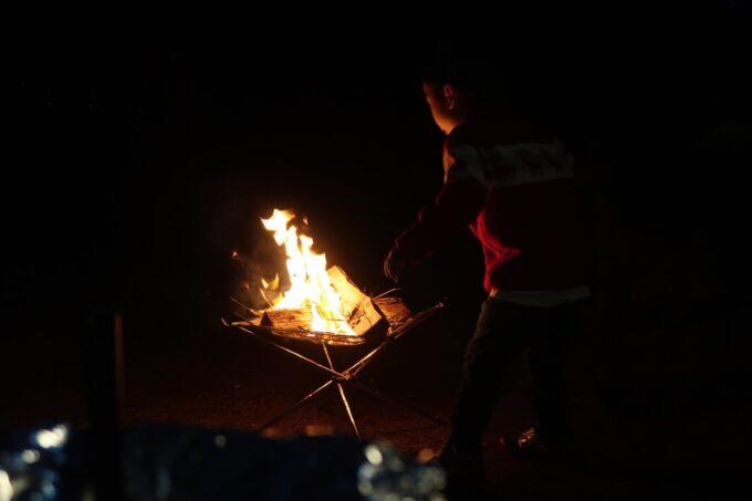沖縄県金武町「ネイチャーみらい館」で焚き火をする
