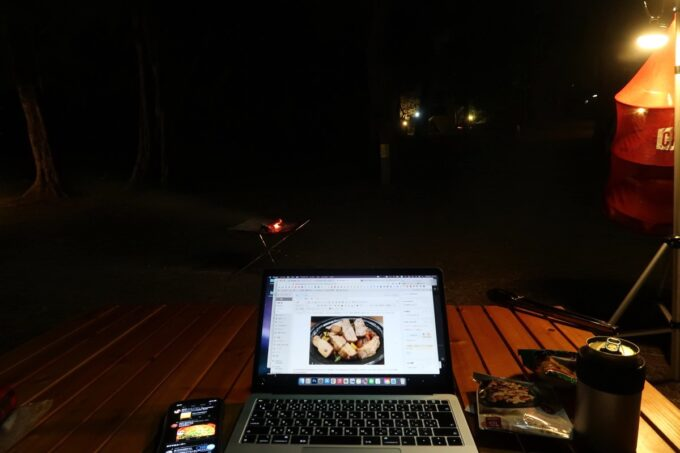 沖縄県金武町「ネイチャーみらい館」焚き火を見ながらPC作業