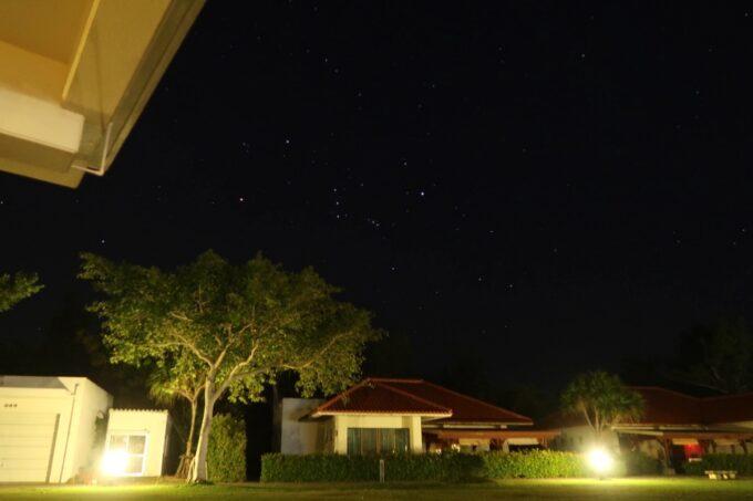 沖縄県金武町「ネイチャーみらい館」交流広場の星空