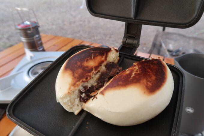 沖縄県金武町「ネイチャーみらい館」の朝ごはんはホッとサンドメーカーで焼いたあんまん