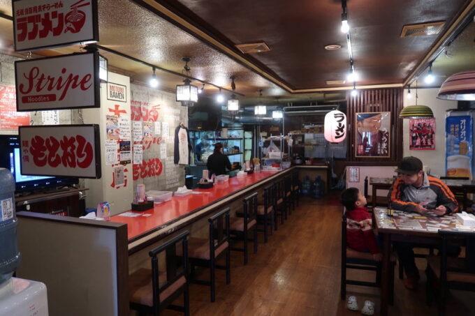 沖縄県本部町「大浜商店」の店内