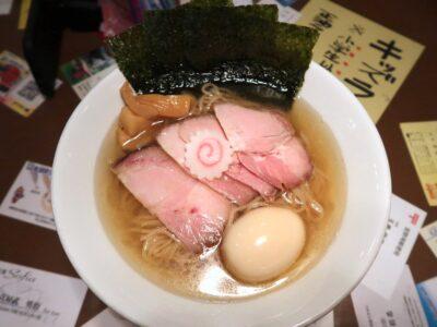 沖縄県本部町「大浜商店」特製煮干しラーメン(塩、950円)