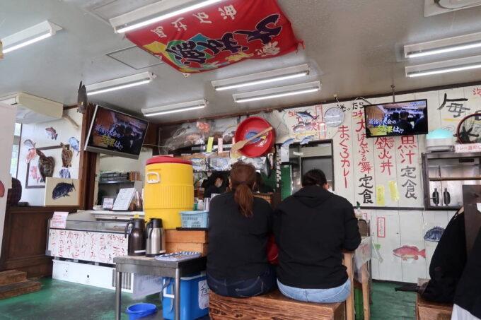 西原町「漁師食堂 大ばんぶる舞」の店内客席