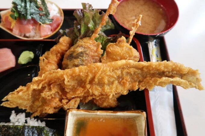 西原町「漁師食堂 大ばんぶる舞」本日の幕の内定食(1180円)の揚げ物4種類