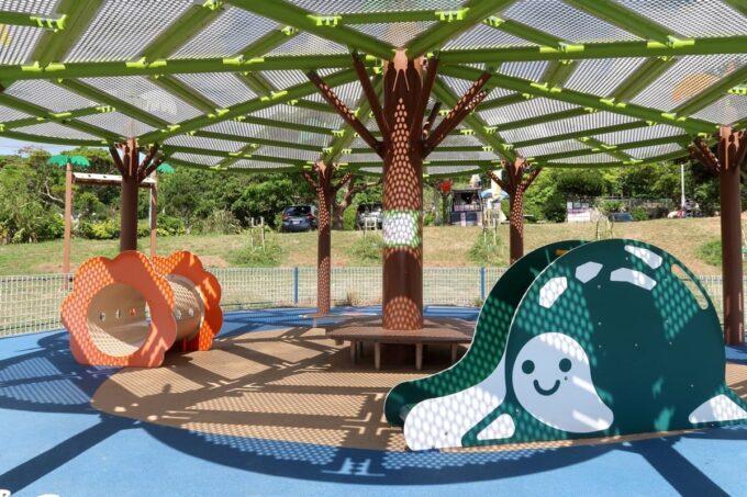 南城市「グスクロード公園」乳幼児向けの屋根付きゾーン