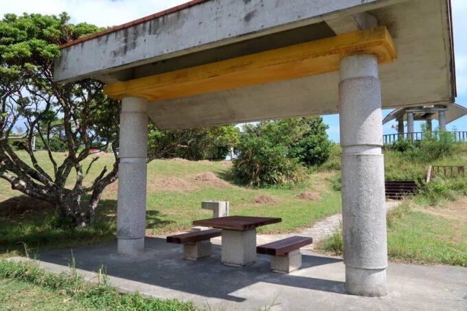 南城市「グスクロード公園」休憩所として使える東家もある
