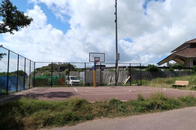 南城市「グスクロード公園」バスケットコートがある