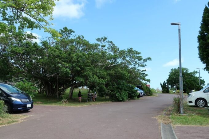 南城市「グスクロード公園」の駐車場の一部