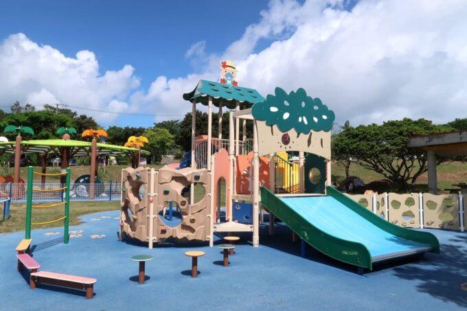 南城市「グスクロード公園」幼児向けコンビネーション遊具