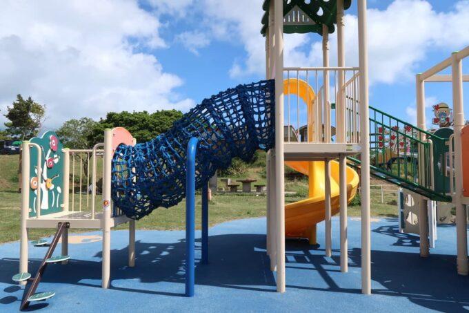 南城市「グスクロード公園」幼児向けコンビネーション遊具の別角度