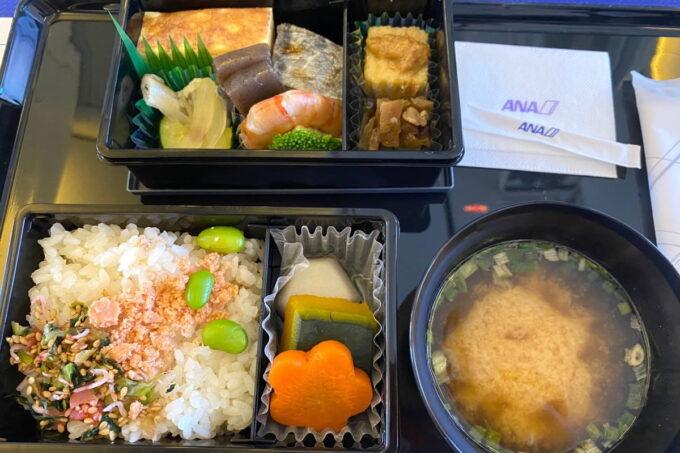 ANA1780便(石垣空港→那覇空港)のプレミアムクラスの機内食(銀座 百楽の夕食)