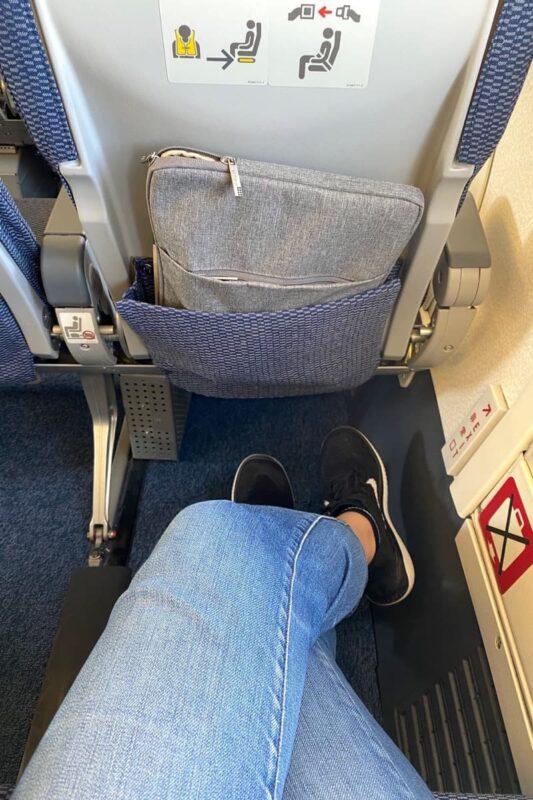ANA1763便(那覇空港→石垣空港)のシートの足元