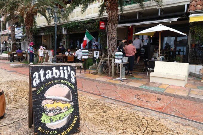 北谷町美浜「Chatan Burger Base Atabii's(チャタンハンバーガーベース アタビーズ)」の外観