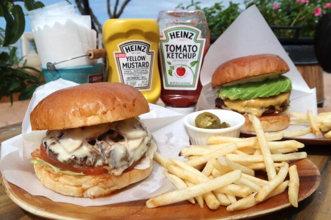 北谷町美浜「Chatan Burger Base Atabii's(チャタンハンバーガーベース アタビーズ)」のハンバーガー