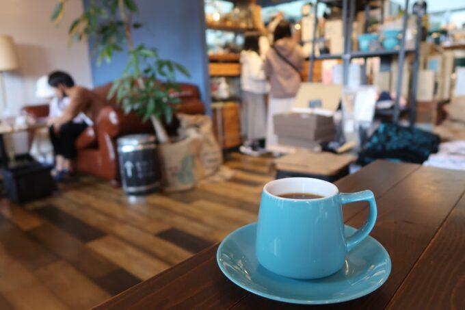 名護「フラップコーヒー(FLAP COFFEE and BAKE SHOP)」エチオピアハルスケのコーヒー(500円)と店内