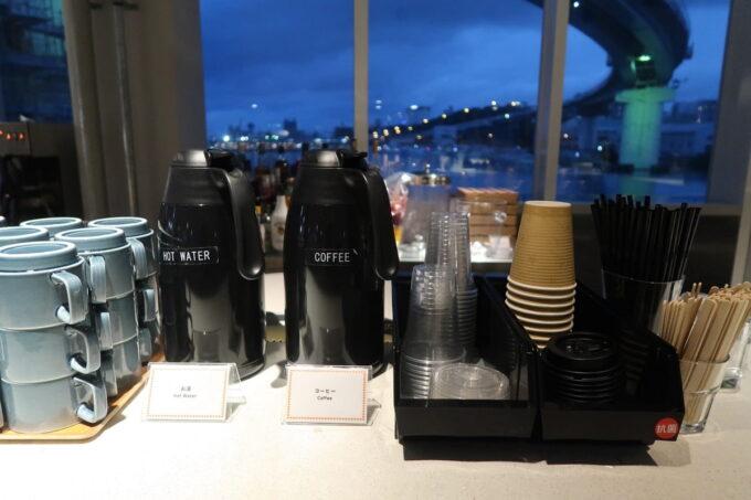 ホテルアンテルーム那覇の「ANTEROOM MEALS」で朝食会場でコーヒーをいただく