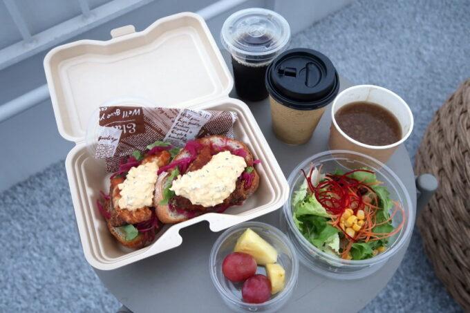 ホテルアンテルーム那覇の「ANTEROOM MEALS」の朝食(白身魚のスモーブローBOX)