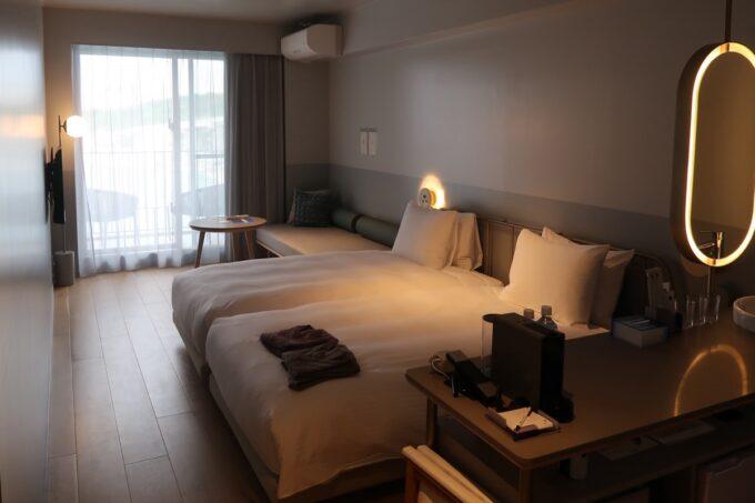 那覇市前島「ホテルアンテルーム那覇」スーペリアルツインルームの客室