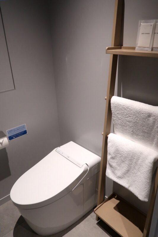 那覇市前島「ホテルアンテルーム那覇」スーペリアルツインルームのトイレ