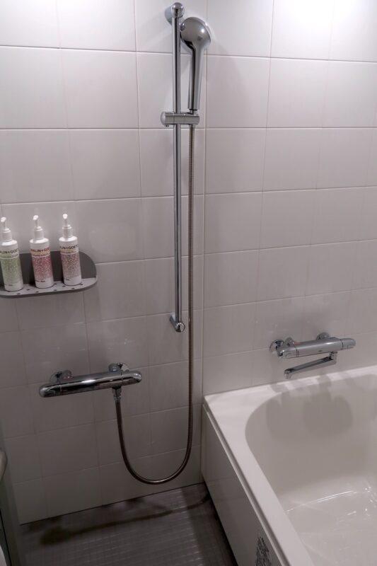 那覇市前島「ホテルアンテルーム那覇」スーペリアルツインルームのバスルーム