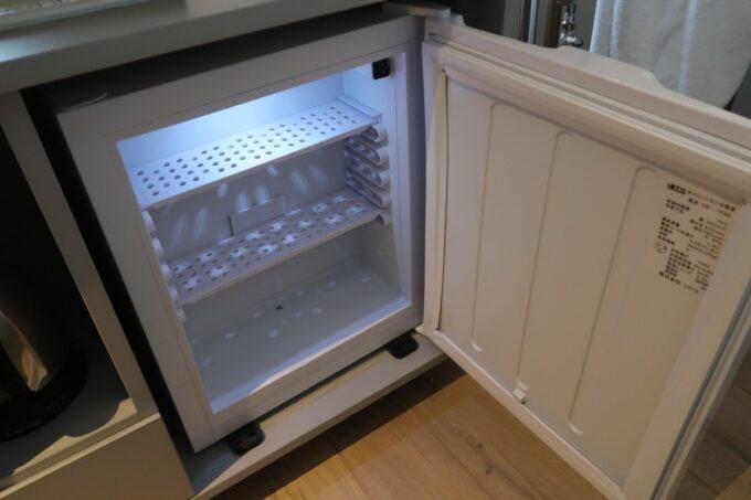 那覇市前島「ホテルアンテルーム那覇」スーペリアルツインルームの冷蔵庫がとても狭くてビックリした