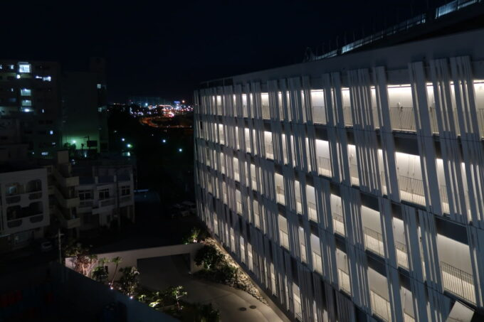 那覇市前島「ホテルアンテルーム那覇」を6階の外通路から撮影