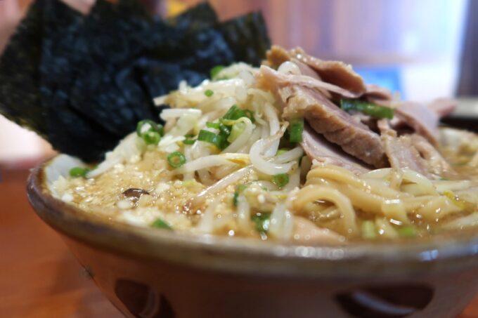 南風原町「麺道くろとん」魚介G麺MAX(1000円)ノーマルの山盛り具合だってすごい