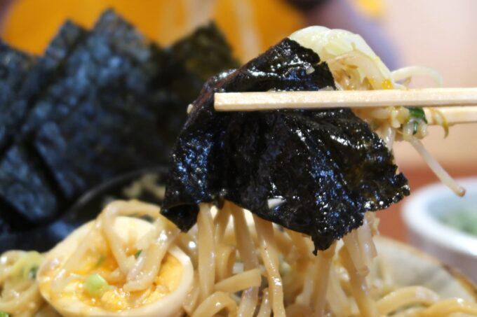 南風原町「麺道くろとん」魚介G麺MAX(1000円)と海苔の相性がいい