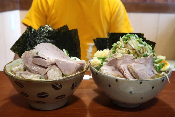 南風原町「麺道くろとん」で注文した魚介G麺MAXのノーマルと野菜増し・麺大盛り