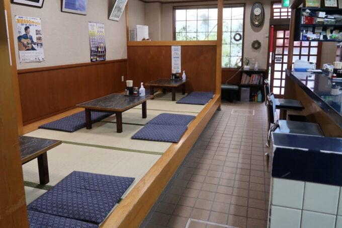 愛媛県今治市「白雅」の店内(小上がり席とカウンター席)