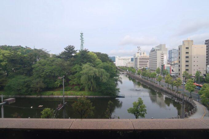 愛媛県松山市「ホテルマイステイズ松山」スタンダードダブル4階からのお堀ビュー(日中)