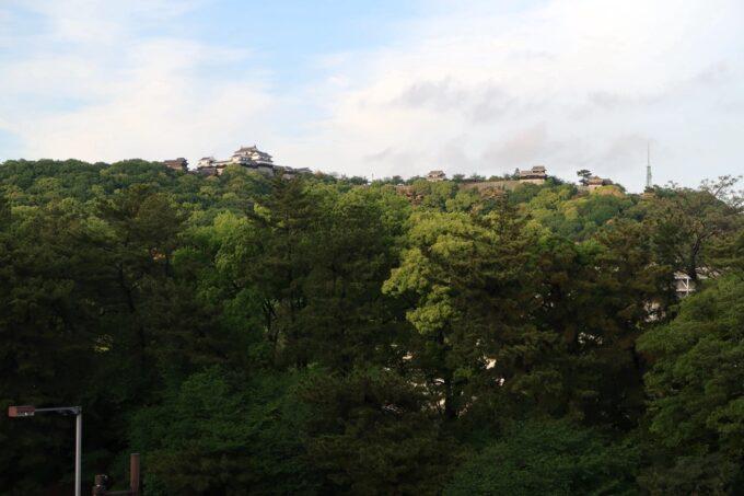 愛媛県松山市「ホテルマイステイズ松山」スタンダードダブル4階からの松山城ビュー(日中)
