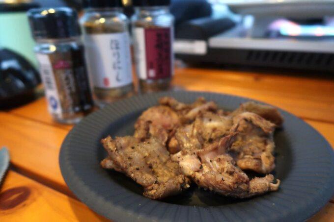 沖縄・本部町「KARST CAMP SITE(カルストキャンプサイト)」アウトドアスパイスでお肉をおいしくいただく