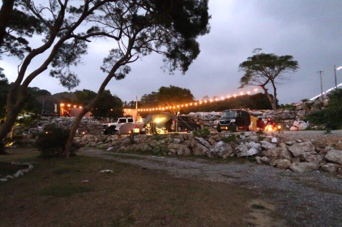 沖縄・本部町「KARST CAMP SITE(カルストキャンプサイト)」小雨のぱらつく冬キャンプ