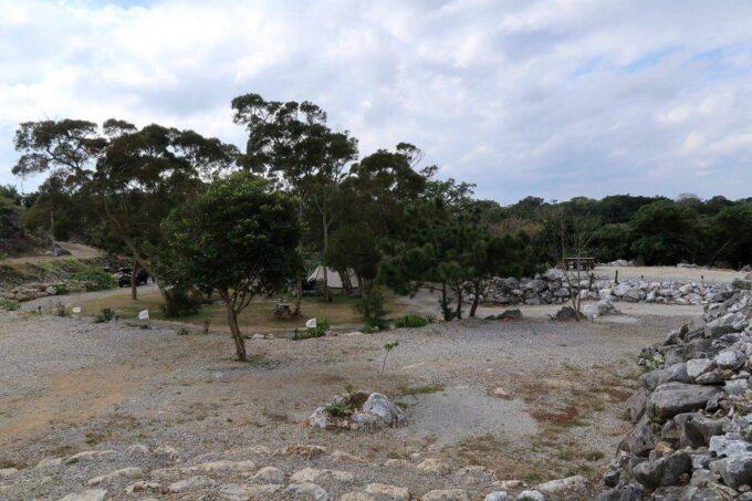 沖縄・本部町「KARST CAMP SITE(カルストキャンプサイト)」のフリーサイト