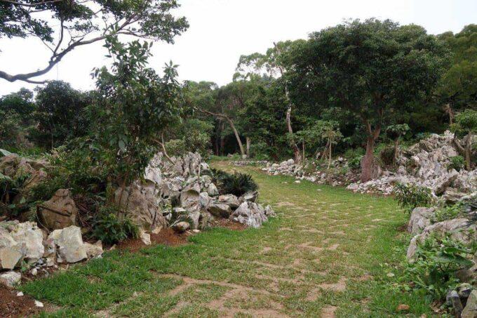 沖縄・本部町「KARST CAMP SITE(カルストキャンプサイト)」のブッシュクラフトエリア