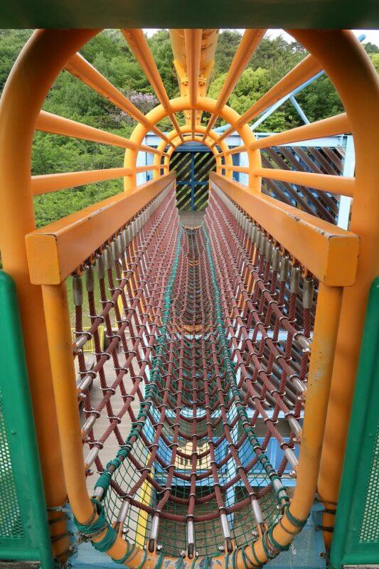 愛媛県松山市「松山総合公園」の坊ちゃん夢ランドの吊り橋