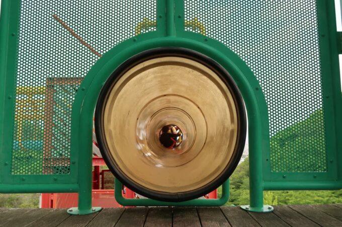 愛媛県松山市「松山総合公園」の坊ちゃん夢ランドの筒型遊具