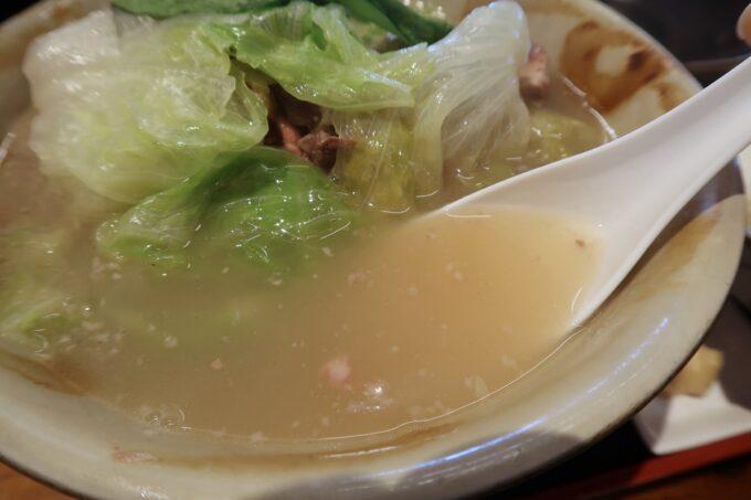 浦添「宮良そば」ほね汁定食(700円)の白濁スープ