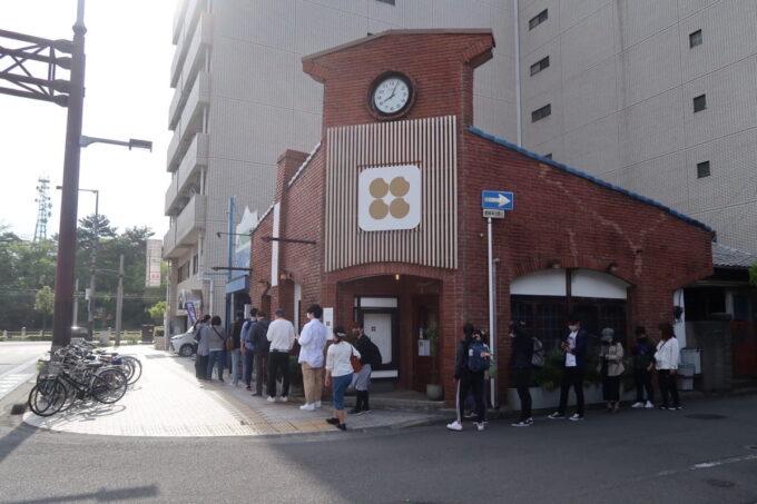 愛媛県松山市「ネイビーベーグルズ(NAVY BAGELS)」土曜の朝8時過ぎの行列