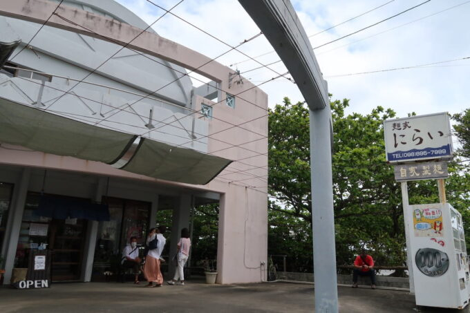 中城村「麺家にらい」の外観