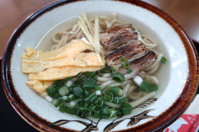 中城村「麺家にらい」沖縄そば(小、400円)