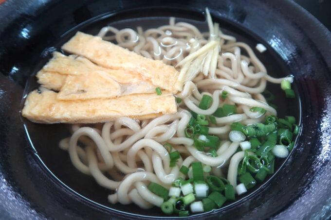 中城村「麺家にらい」なんこつソーキそば(並、600円)