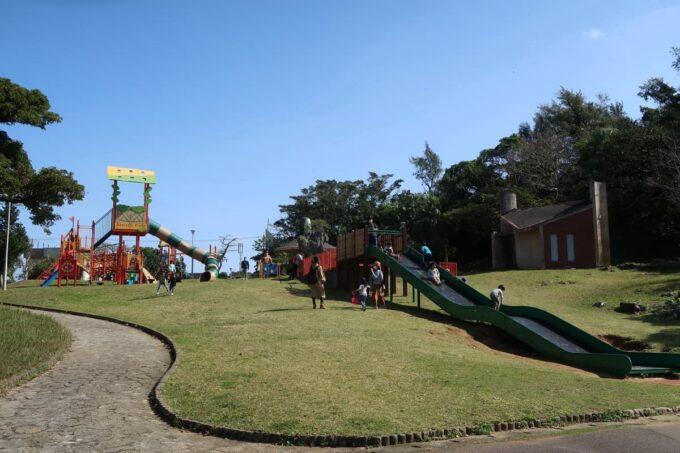 沖縄市「八重島公園」北側エリアの遊具全体