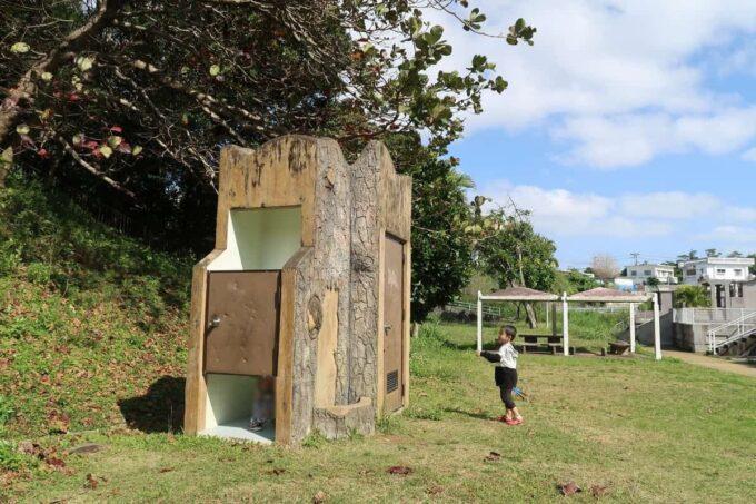 沖縄市「八重島公園」南側エリアの古いトイレ
