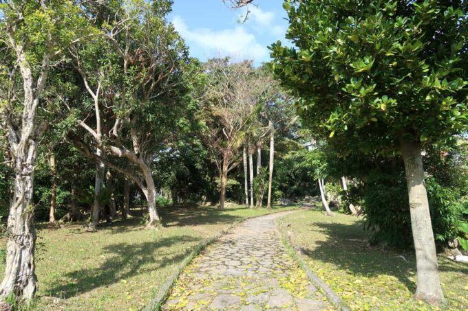 沖縄市「八重島公園」北側エリアの遊歩道
